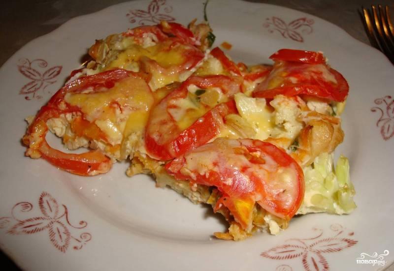 Цветная капуста с яйцом и помидорами