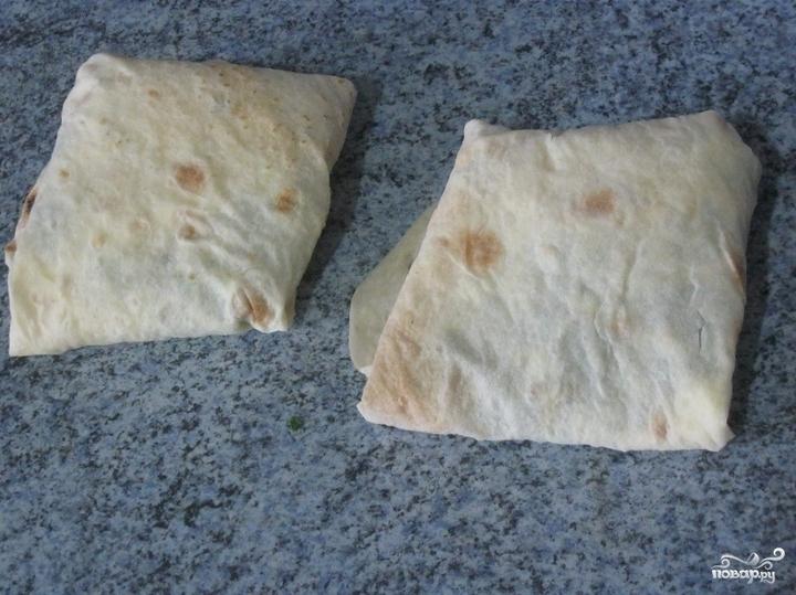 Конвертики из лаваша с сыром и зеленью - фото шаг 5
