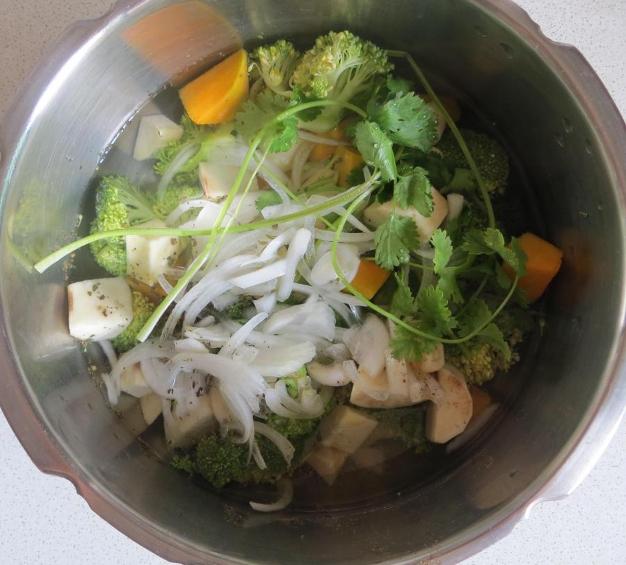 Суп-пюре из тыквы и брокколи - фото шаг 3