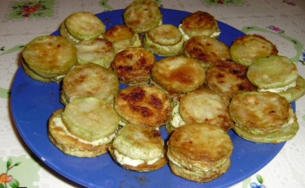 Жареные кабачки с плавленым сыром - фото шаг 4