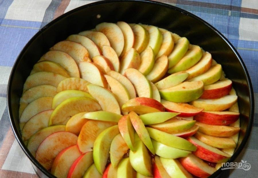 Пирог с брусникой и яблоками - фото шаг 7