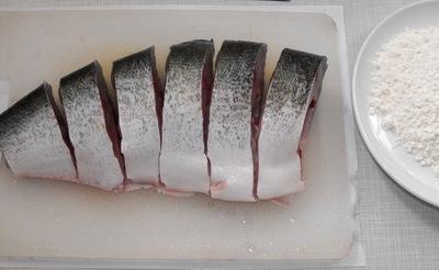 Жареная красная рыба - фото шаг 2