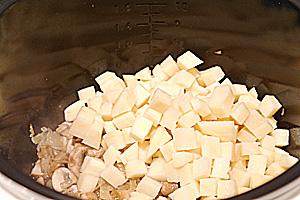 "Грибной суп в мультиварке ""Редмонд"" - фото шаг 3"