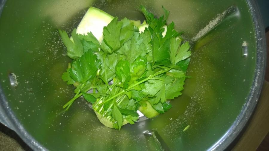 Зеленый коктейль с цукини - фото шаг 2
