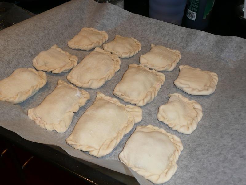 Дрожжевые пирожки с вишней - фото шаг 7