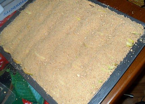 Шарлотка песочная с яблоками - фото шаг 6