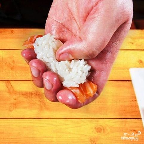 Суши с лососем - фото шаг 9