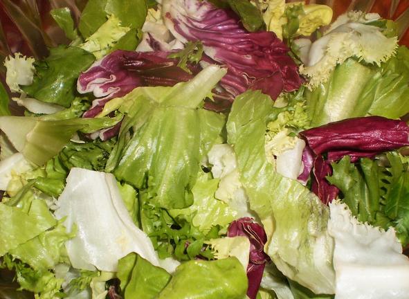 Рецепт Простой салат с семгой слабосоленой