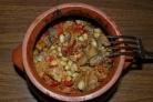 Свинина с фасолью в горшочках