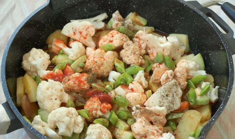 Овощное рагу с цветной капустой и картошкой - фото шаг 4