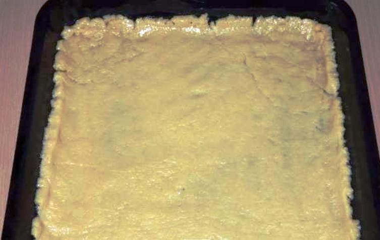 Простой пирог со смородиной - фото шаг 2