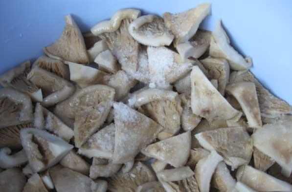 Грузди соленые консервированные - фото шаг 3
