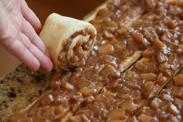 Сладкий пирог из дрожжевого теста - фото шаг 10