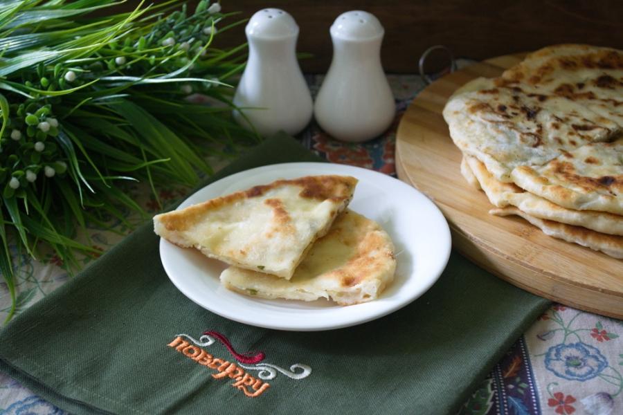 Хычины с сыром и зеленью - фото шаг 9