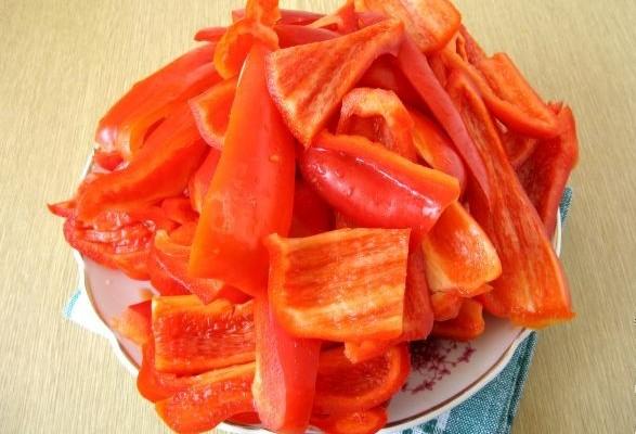 Кижуч, запеченный с овощами - фото шаг 3