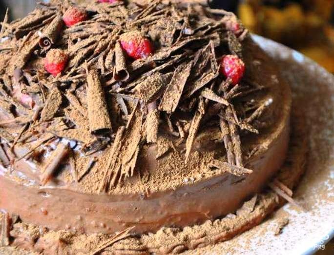 Шоколадный торт с шоколадной стружкой
