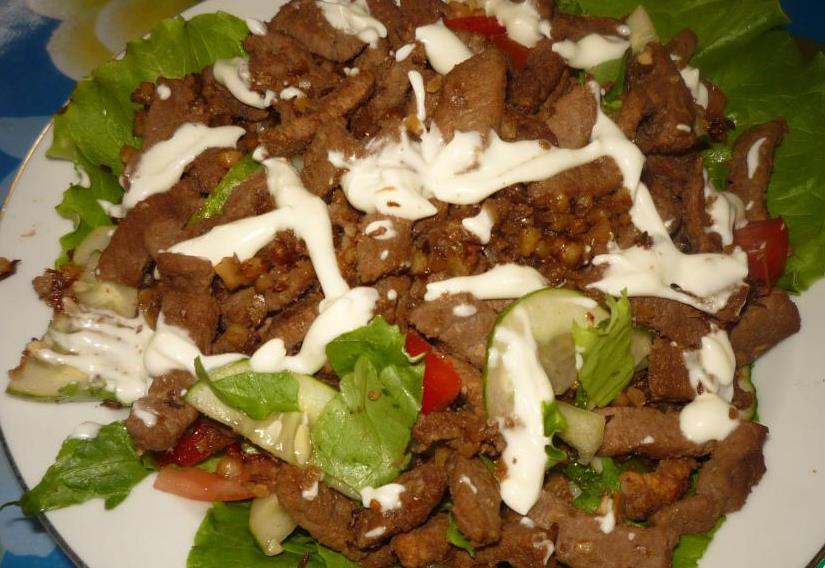 Салат с говядиной и орехами - фото шаг 5