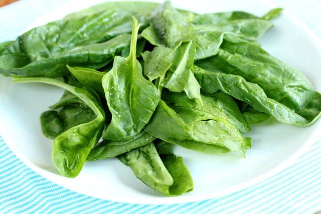 Салат из шпината и персиков - фото шаг 5