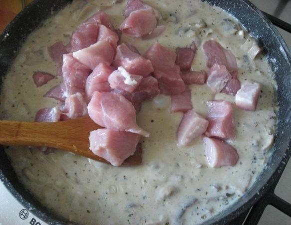 Свинина в молоке на сковороде - фото шаг 5