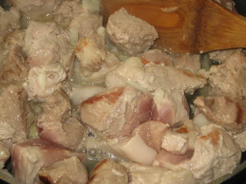 Капуста со свининой в мультиварке - фото шаг 3