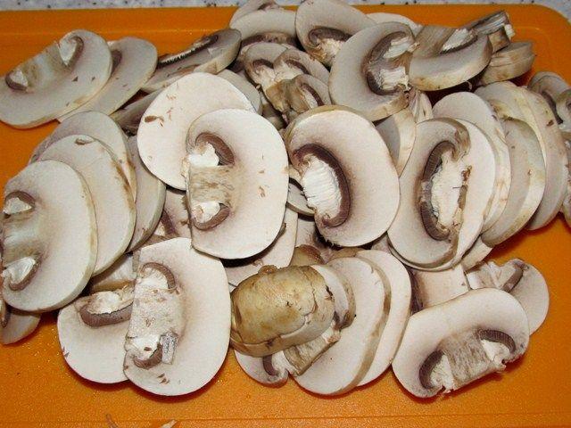 Свинина, тушеная с грибами - фото шаг 3