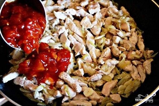 Куриное рагу с помидорами и луком - фото шаг 6