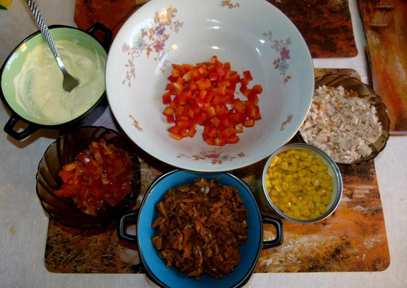 Салат с лисичками под сметаной - фото шаг 3