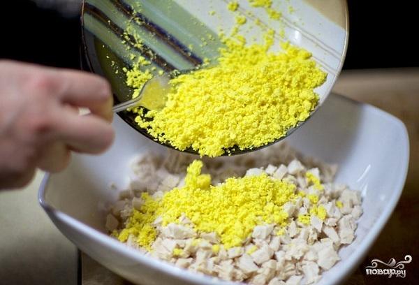 Куриный салат с грибами - фото шаг 8