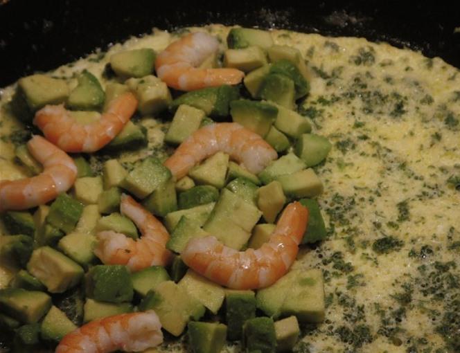 Омлет с морепродуктами - фото шаг 5