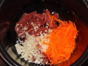 Гуляш с картошкой в мультиварке из говядины