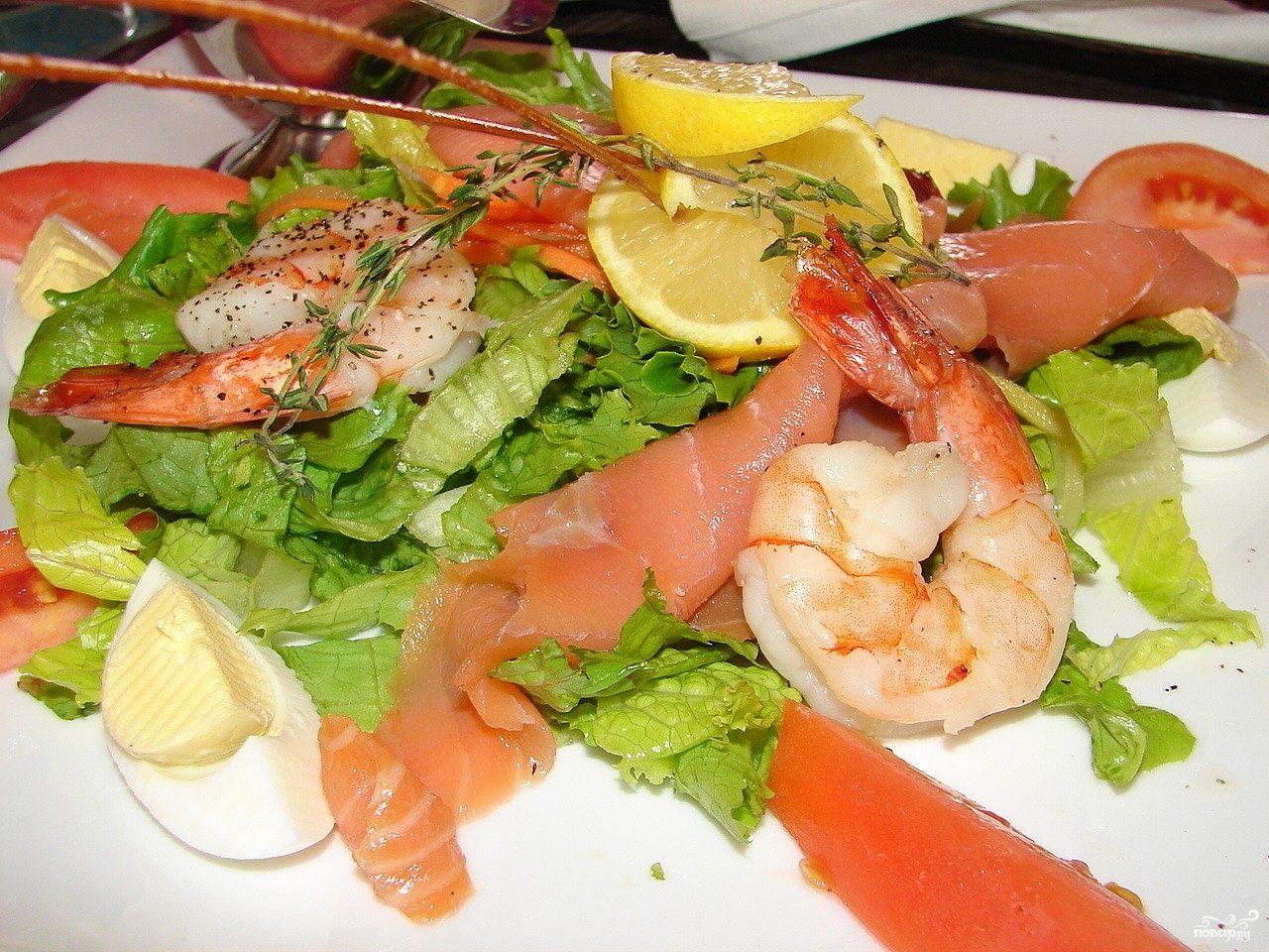 Рецепт Салат с креветками и семгой