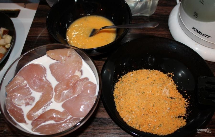 Куриная грудка в сухарях - фото шаг 2