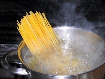 Спагетти с фаршем и грибами - фото шаг 5