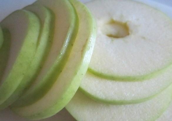 Печень с яблоками в духовке - фото шаг 4