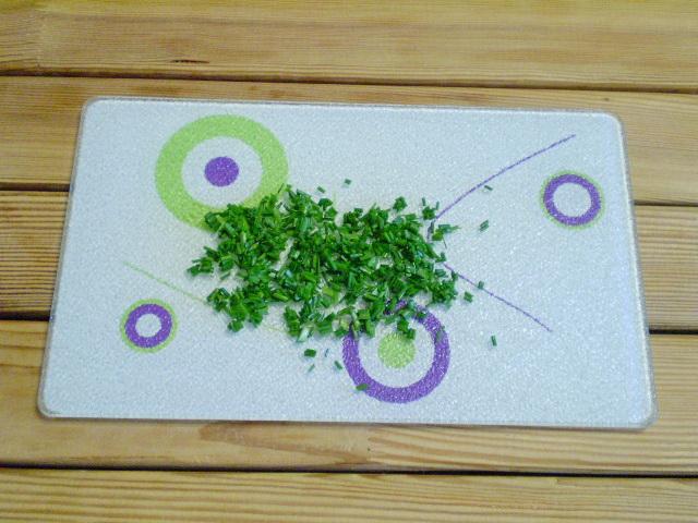 Салат с огурцами и сыром - фото шаг 5
