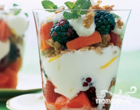 Рецепт Парфе из папайи, ягод и йогурта