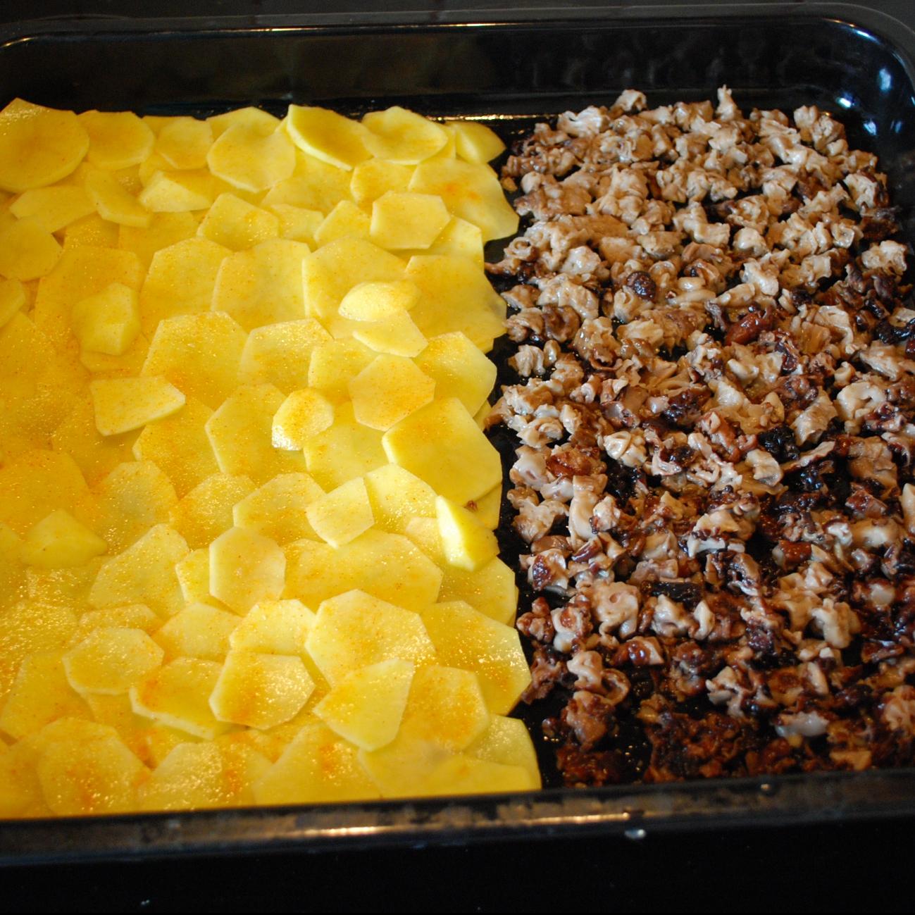 Сморчки запеченные под сыром с картофелем - фото шаг 4
