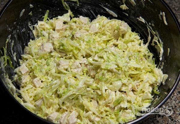 Салат с сухариками и курицей - фото шаг 8