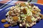 Простой салат с фасолью