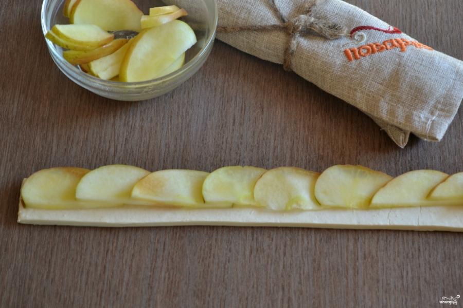 Яблочные розы из слоеного теста - фото шаг 4