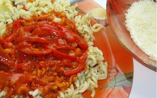 Паста с томатным соусом и сыром - фото шаг 2