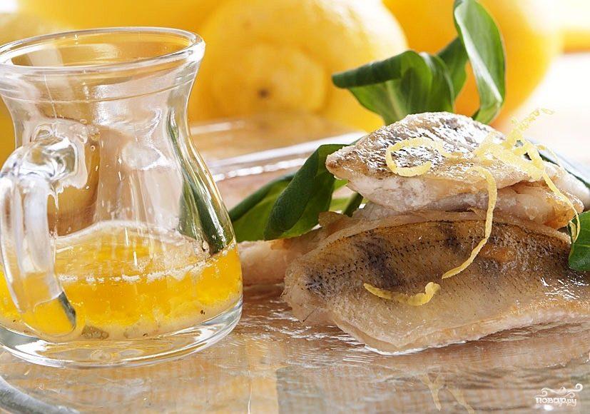 Филе белой рыбы в лимонно-масляном соусе