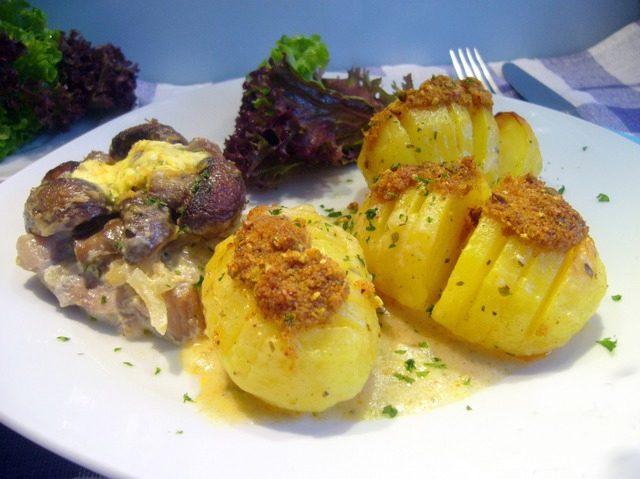 """Картофель, запеченный под соусом """"Бешамель"""""""