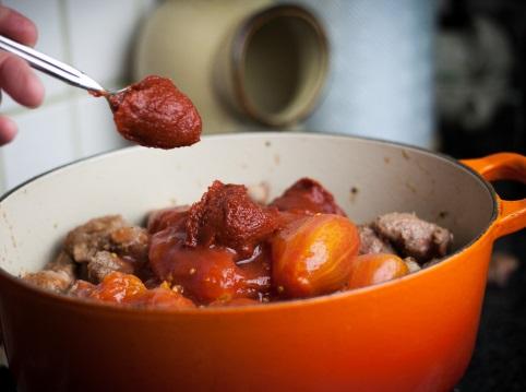 Свинина с фасолью и помидорами - фото шаг 5
