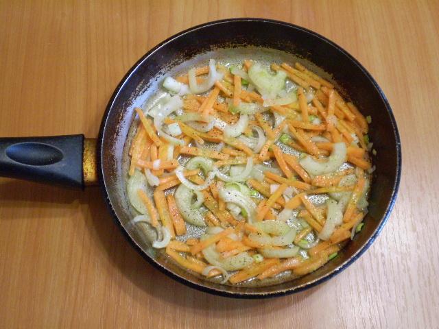 Рыбный суп с плавленым сыром - фото шаг 7