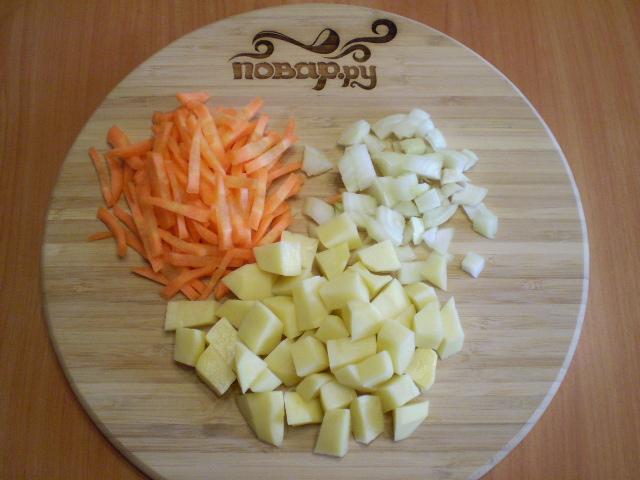 Простой суп с фрикадельками - фото шаг 2