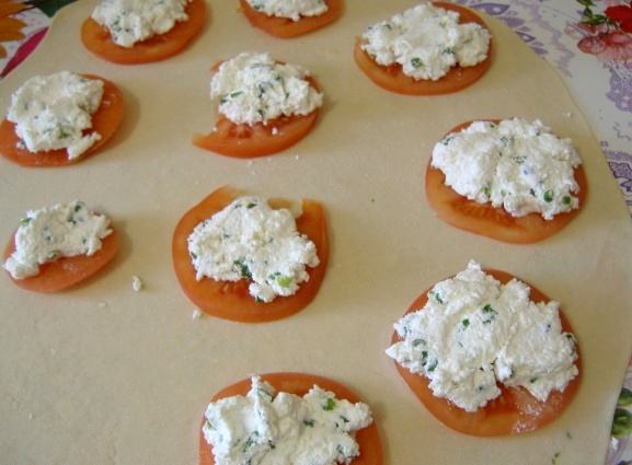 Пирожки с помидорами и творогом - фото шаг 7