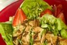 Куриный салат из сезонных фруктов