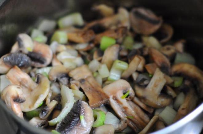 Сырный крем-суп с грибами   - фото шаг 2