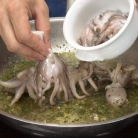 Рецепт Завитой осьминог с песто из рукколы с полентой